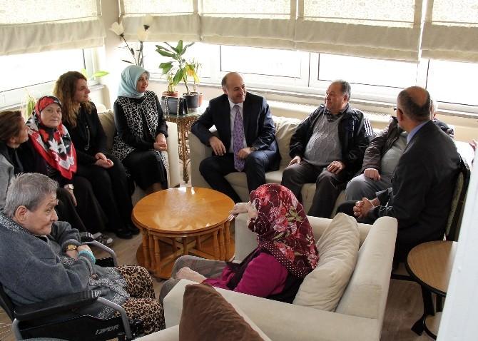 Vali Azizoğlu'ndan Huzurevine Ziyaret