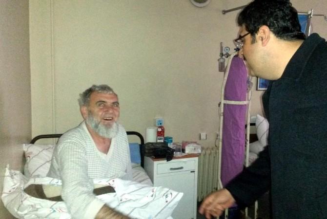 Başkan Ekeş Hastanede Yatan Hastaları Ziyaret Etti