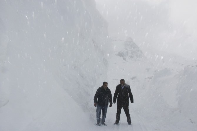 (Özel Haber) Karlı Dağlar İşte Böyle Aşılıyor