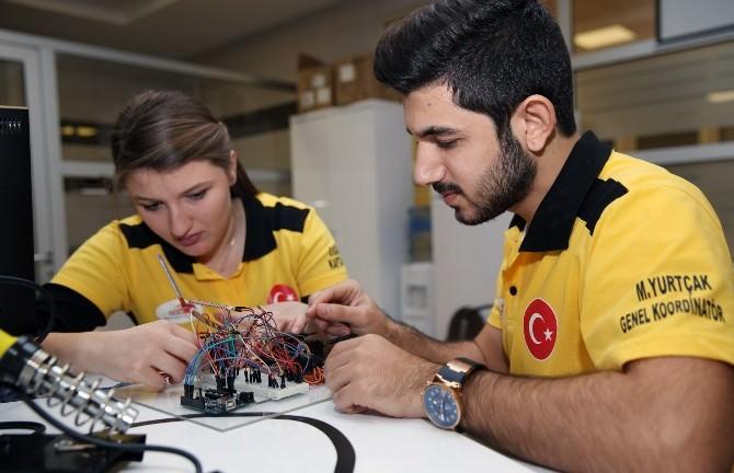 Türkçe Konuşan İnsansı Robotlar Papatya Ve Lale