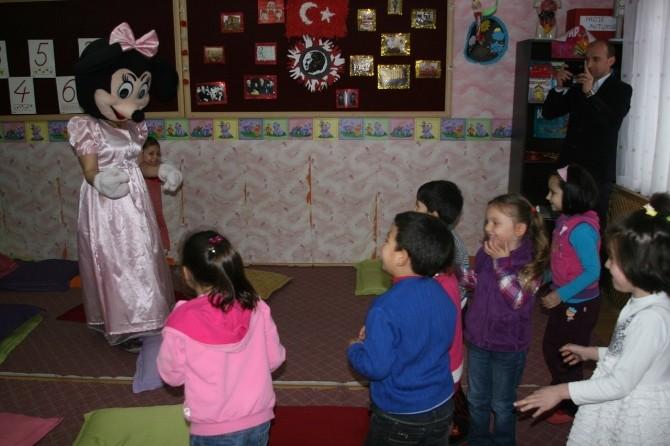 Forum Trabzon '1 Kitap 1 Oyuncak' İle Çocukların Yüzünü Güldürdü
