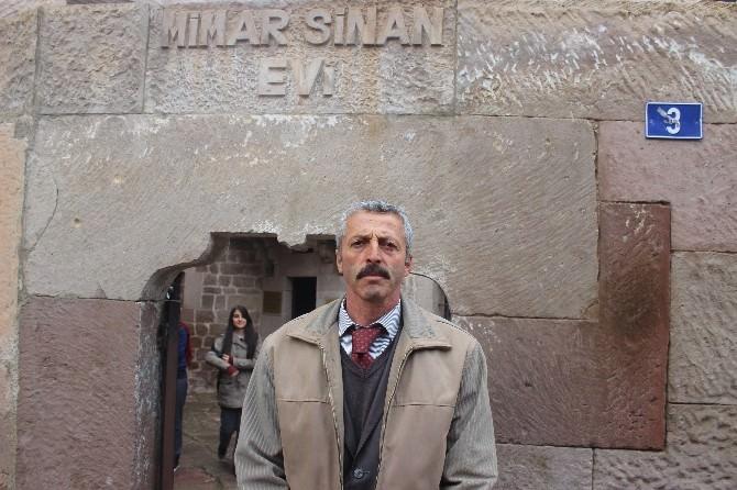 Mimar Sinan Sevgisiyle Gönüllü Müze Sorumlusu Oldu