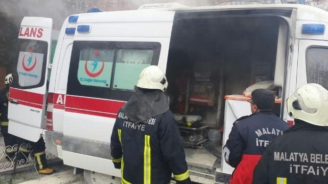 Malatya'da Ambulansta Korkutan Yangın