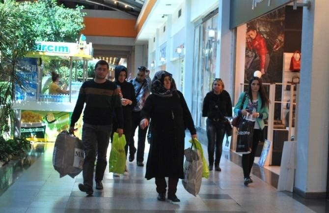 Alışveriş Merkezleri İranlı Turistlerle Güldü