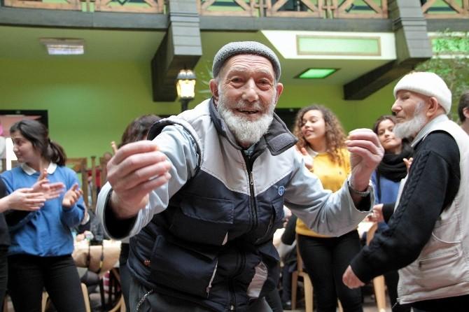 Yaşlılar Doyasıya Eğlendi