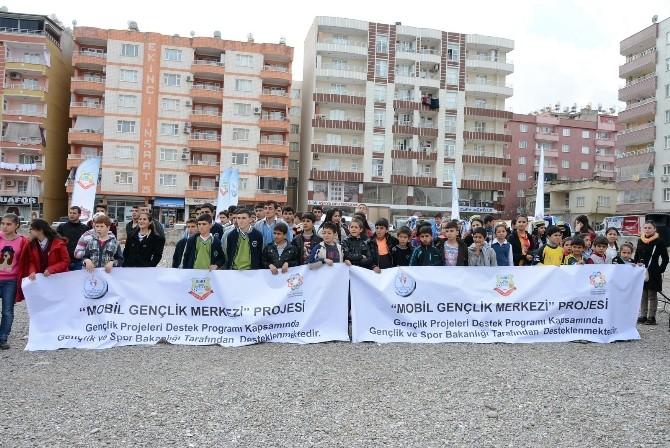 Siirt'te 'Mobil Gençlik Merkezi' Gençlerle Buluştu