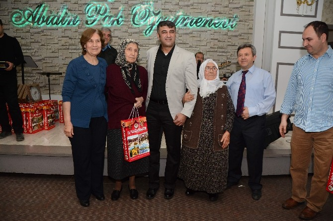 Hemşehriler Sosyal Medya'da Örgütlendikleri Grup Sayesinde İstanbul'da Bir Araya Geldiler