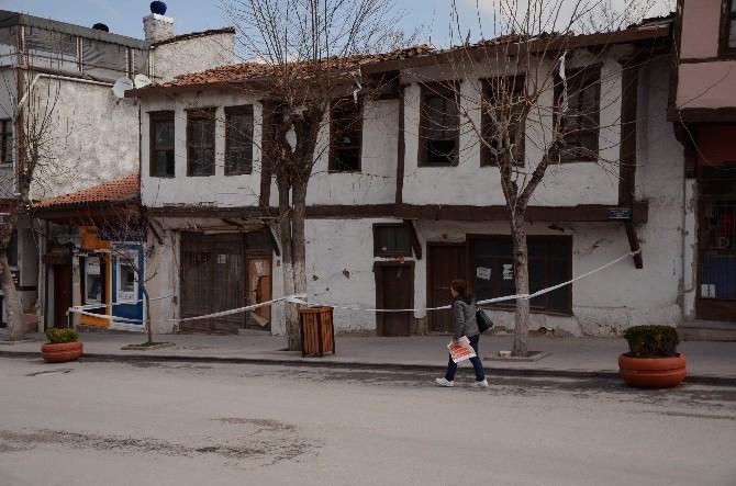 Restorasyon Öncesi Tarihi Binanın Etrafına Güvenlik Şeridi Çekildi