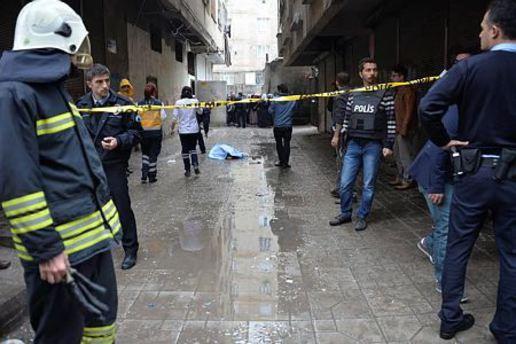 Evinde tüp patlayan kadın 5. kattan atladı