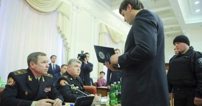 Ukrayna hükümet toplantısında bakana kelepçe