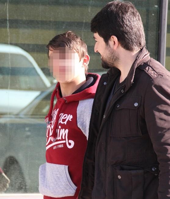 Kavgada 1 Kişiyi Bıçaklayan Çocuk Yakalandı