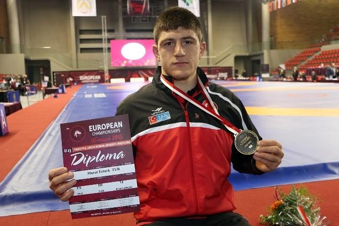 Milli Güreşçiler, Avrupa Şampiyonası'na 3 Bronz Madalya İle Başladı