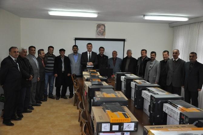 Besni Belediyesi'nden Muhtarlara Bilgisayar