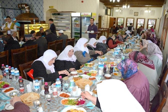 Belediyeden Huzurevi Sakinlerine Yemek