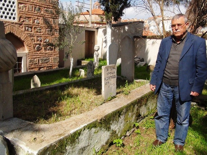 Müslüman Mezarlığında Define Aradılar