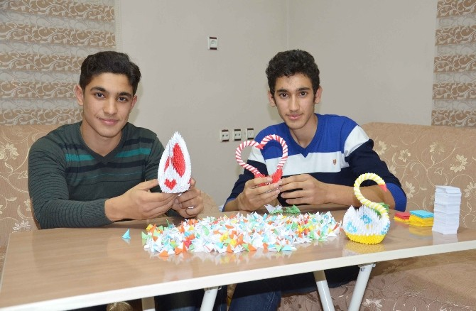 Liseli Kardeşlerin Origami Merakı