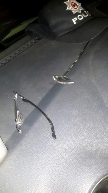 Öfkeli Kocanın Attığı Yumruk Polisin Gözlüğünü Kırdı