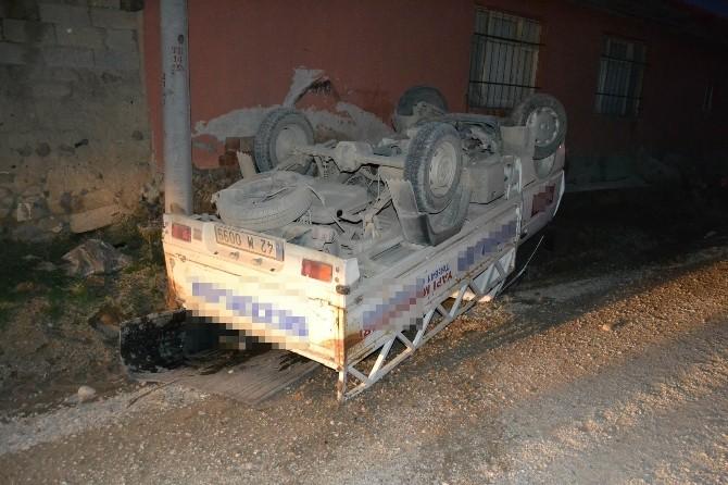 Pikap Evin Duvarına Çarptı: 1 Yaralı