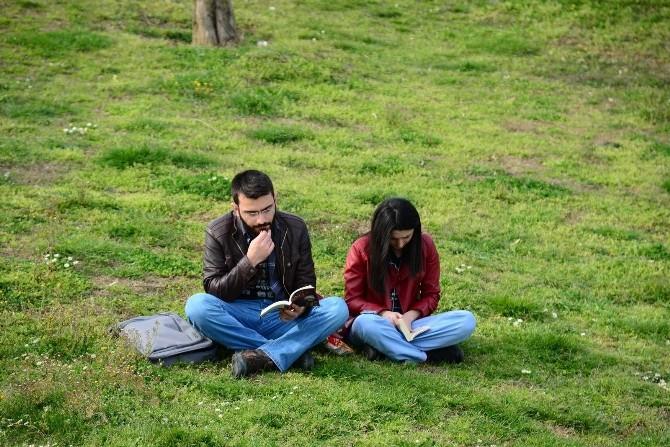 Öğrencilerden Kitap Okuma Ve Toplama Etkinliği