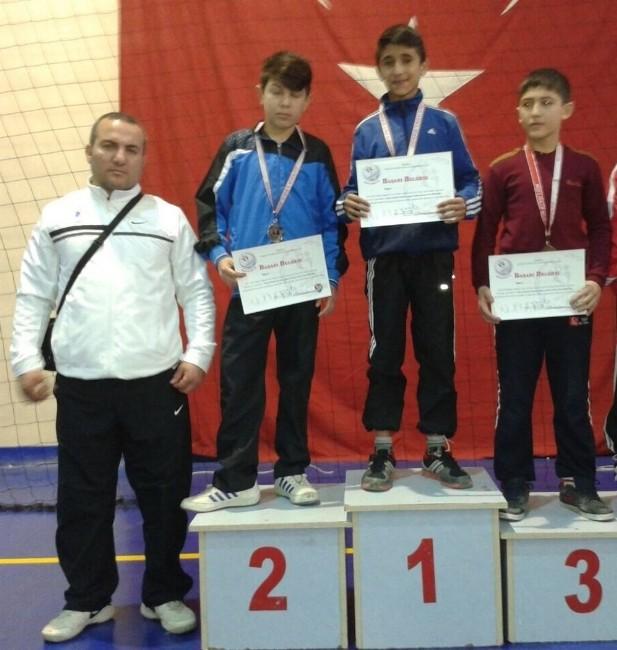 Yunusemre Belediyespor Güreş Takımı'ndan Büyük Başarı