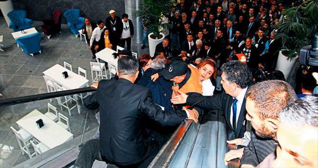 Fuar İzmir'in açılış törenine yakışmadı