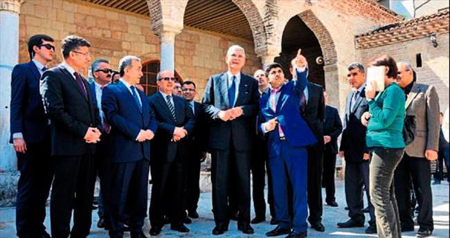 AB Bakanı Bozkır tarihi mekanları gezdi