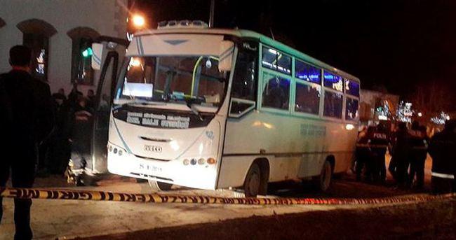 Halk otobüsü üniversiteli kızlara çarptı