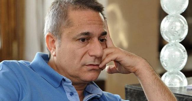 Mehmet Ali Erbil 'genç kız ayağı sendromu'na yakalandı