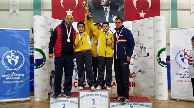 Yalova Saffet Çam Ortaokulu Küçük Erkekler Masa Tenisi'nde Türkiye Şampiyonu Oldu
