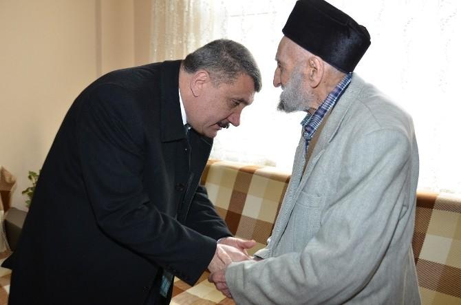 Başkan Gürkan, Asırlık Dedeyi Ziyaret Etti