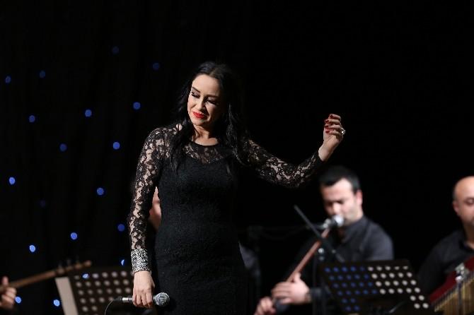 Zeynep Cihan'dan Türkü Ziyafeti