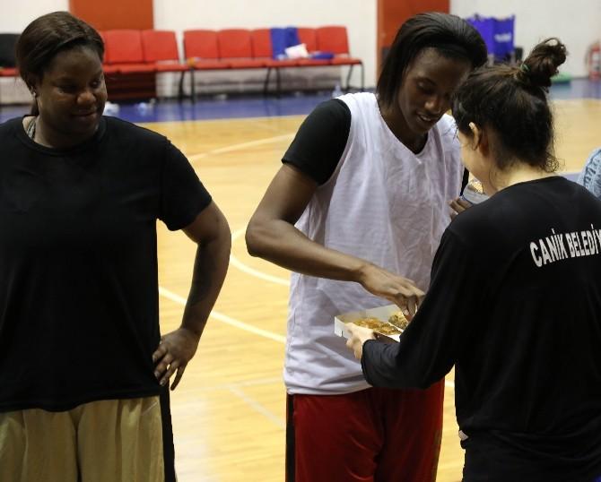 Genç'ten Beşiktaş Maçı Öncesi Basketbol Takımına Baklava Dopingi