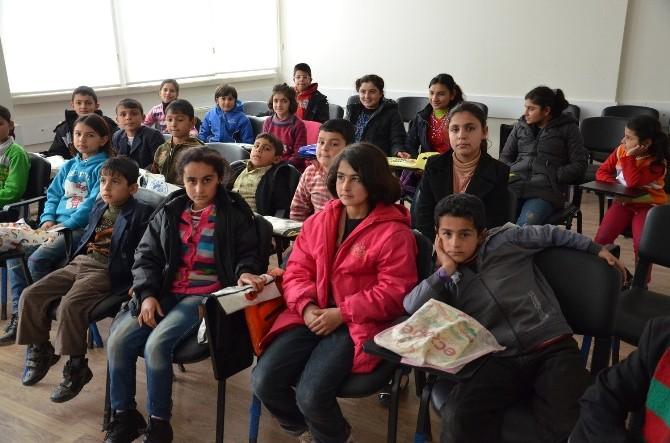 Yeşil Konak'larda Kobanili Çocuklara Eğitim