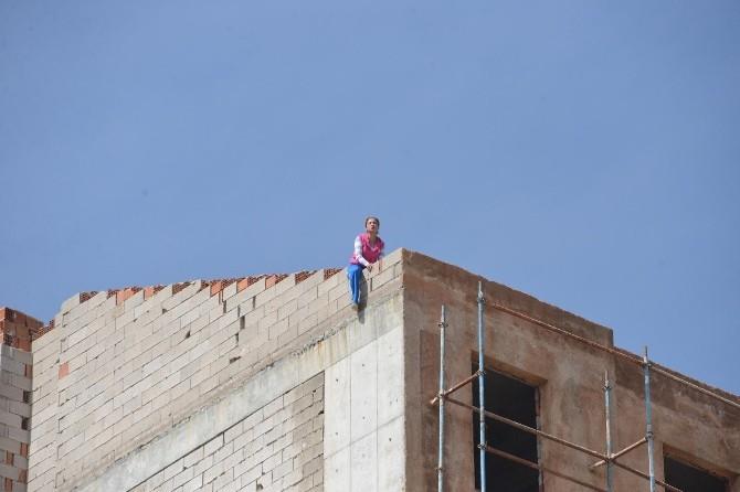 Sevgilisinin Terk Ettiği Kadın Çatıdan Atlamak İstedi