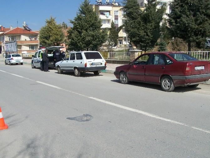 Beyşehir'de Araçlarda Renkli Cam Denetimleri