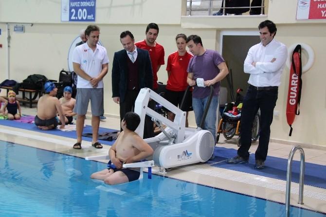 Manisa'da Engelliler İçin Havuz Asansörü
