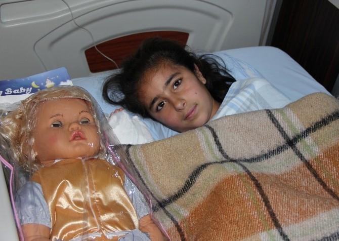 Altı Parmaklı Küçük Kız Ameliyat Edildi