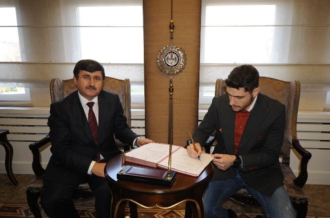 Trabzonsporlu Özer Çocukluk Hayalini Gerçekleştiriyor