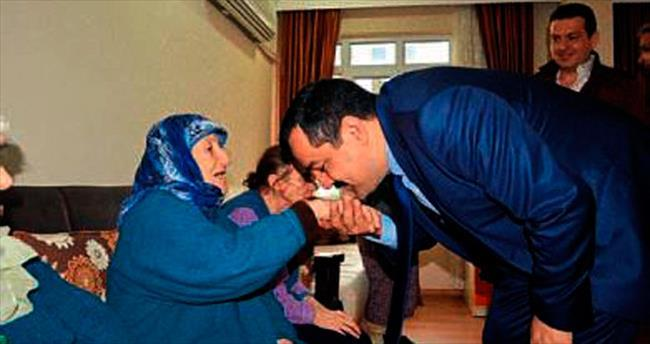 AK Parti yaşlıların gönüllerini aldı