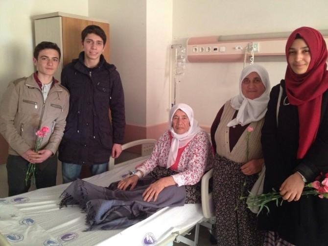 AK Parti Afyonkarahisar Gençlik Kolları Üyeleri Yaşlıları Ziyaret Etti