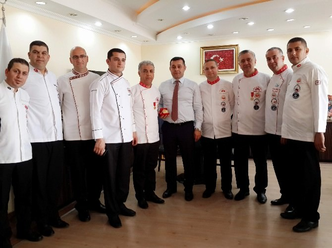 Akdeniz Profesyonel Aşçılar Birliği'nden Başkan Yücel'e Ziyaret
