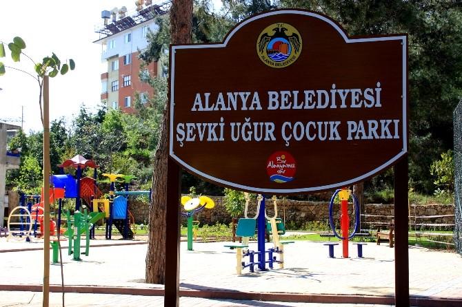 Alanya Şevki Uğur Çocuk Parkı'nda Onarım Çalışmaları Devam Ediyor