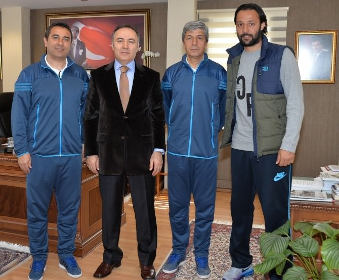 B. B. Erzurumspor Teknik Heyetinden Vali Altıparmak'a Ziyaret