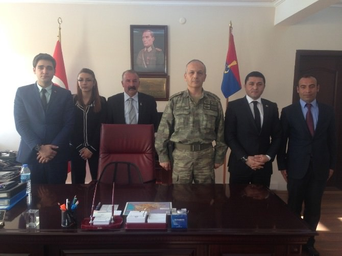 Kars Ülkü Ocakları'ndan İl Emniyet Müdürlüğü'ne Ve İl Jandarma Alay Komutanlığı'na Ziyaret