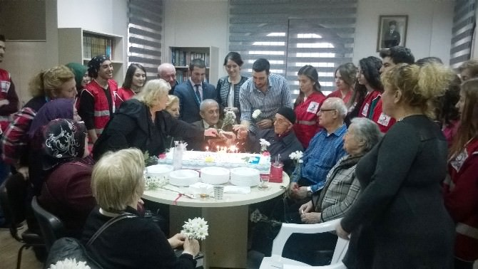 Üniversite Öğrencileri Emeklievlerini Ziyaret Etti