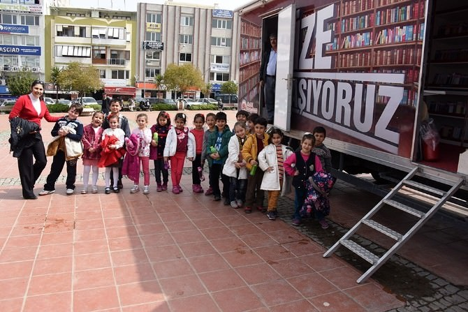 Minik Öğrencilerden Kütüphaneye Büyük İlgi