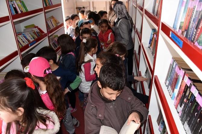 Gezici Kütüphane, Öğrencilerle Buluştu