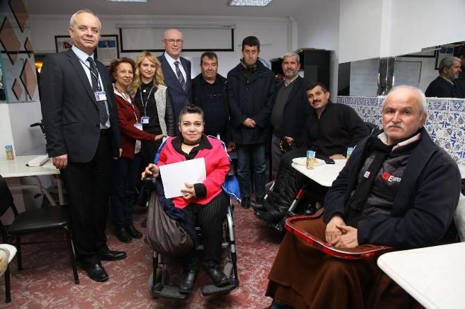 Omek Kursiyerleri Sertifikalarını Başkan Kurt'un Elinden Aldı