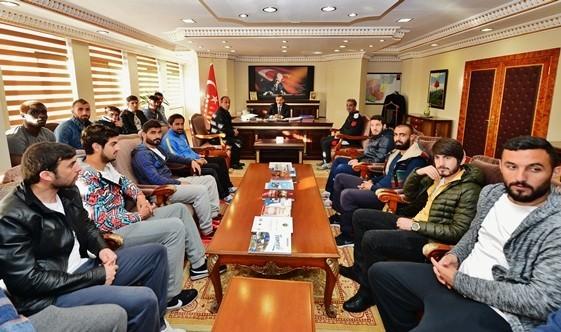 Dersimsporlu Yönetici Ve Futbolculardan Valiye Ziyaret