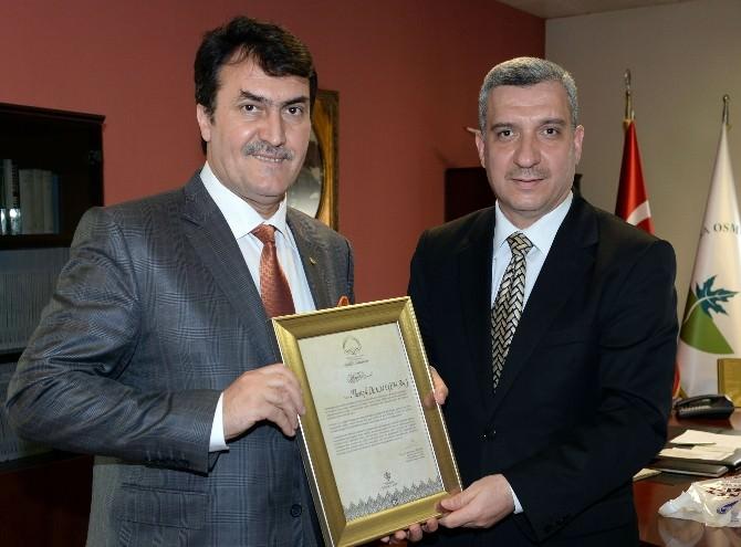 """Diyanet Vakfı'ndan Dündar'a """"Uluslararası İyilik Ödülü"""""""